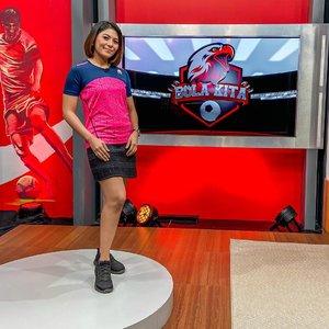 Yuhuuu Bola Kita punya logo baru , see you on wednesday 8:30 PM only at @useetvcom @useesports   #clozetteid #presenter #presenterindonesia #presenterolahraga #host #tvhost #tvpresenter #presenterbola #mc #mcwebinar #moderator #moderatorwebinar #mcmelgib