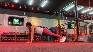 Kak gimana caranya bisa push up ?  jujur belajarnya malah ketika aku Yoga. Plank posisition to cobra and down dog.  Kalau lagi iseng  bisa dilakukan unt cooling down setelah olahraga juga loh. Let's try #behealthywithmelgib  #clozetteid #behealthybehappy #yoga #vinyasa #pushup #plank #cobra #lornajane #lornajaneactive #adidasshoes #classpass #classpasscrew