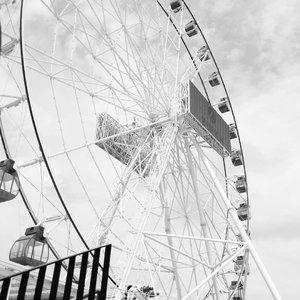 Si mbak katanya mau naik ferris wheel ini. Semoga kesampaian ya mbak, inshaa Allah kita punya rezeki buat naik ini. 💕.  #clozetteid #ferriswheel