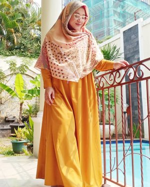 Smile looks good on you. So does pretty dress and hijab too. ..Eh gimana, hahaha. 😂😂..#Clozetteid #OOTD #HOTD #wiwt
