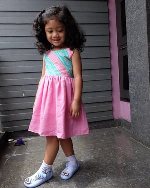 Pendidikan #ootd sejak dini, bahahaha. Featuring my little princess, Nayandra Alisha Latief. #clozetteid #motherhood #nayandraalishalatief #wiwt #kidsphotography #instakids #babylove #batik #kidsootd