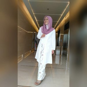I love my kutubaru (versi syariah) dari @anggie_shop dan rok pencil dari @vaastu.id 😍😘 #clozetteid #ootd #clozettehijab #starclozetter #hijabootdindo #hijablook #hijabstyleindonesia #hijabfeature_2016 #hijabfashion_2016 #hijaber #hijabfashion #hijabstyle