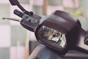 Vespa. Tunggangan masa kini dan nanti. 😆.#clozetteid #clozettedaily #starclozetter #vespa #piaggio #italia #motorcycle #nikonphoto #nikond5200 #suamimotret #nikonphotography