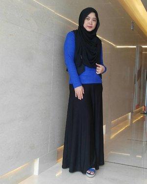 Blue and black. Ring a bell? #clozetteid #ootd #clozettehijab #starclozetter #hijabootdindo #hijabstyleindonesia #hijablook #hijabfashion #hijabstyle #blueblack #hijabfashion_2016 #ootdhijabnusantara