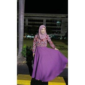 After the wedding party. Di jalan pulang. W: yang, aku mau minta tolong deh. H: apa yang? W: tolong fotoin aku swing2 dong. H: hahaha.. Kirain apaaa.. #lisnastyle #swing #clozetteid #ootd #hotd #hijab #hijabers #hijabstyleindonesia #wanitaberhijabindonesia #hijabootdindo