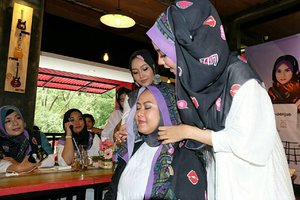 Hijab tutorial on progress. #clozetteid #starclozetter #aidijumaxworldhijabday #IStand4Hijab