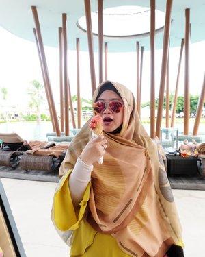 Melengkapi grid kangen ke Bali. 😂..#clozetteid #clozettehijab #selfie #sunglasses #rayban #travel #hijabtraveller #HijabOOTD #momlife #socialmediamom #terfujilah #fujifilm #fujifilmxt1 #xt1 #throwbackmulumalih #wheninbali