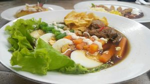 Late lunch at @omahsendok In frame Selat Solo. Yummy.. #omahsendok #clozetteid
