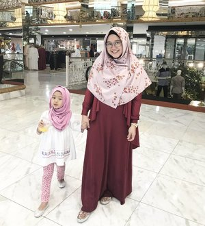 We just need to be the best version of us. It doesn't mean we don't make mistakes, it means we can learn from it and grow better. 💕.#clozetteid #nayandraalishalatief #starclozetter #nayandraalishalatief #kidsootd #kidsstyle #kidsofinstagram #kidsfashion #instakids #socialmediamom #iphonesia #lisnadwiphoto #weekendwellspent #motheranddaughter #ootd #toilettraining #tipstoilettraining #suamimotret