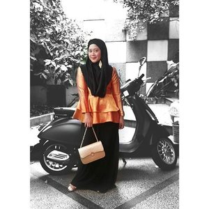 Pop up! #clozetteid #starclozetter #ootd #popup #vespa #hijabootdindo #hijab #lookbookindonesia #myhijabindo #ootdnusantara #dailyhijabindo #deekholidahforootd #hotdmuslimarket #alabia @biabyzaskiamecca @muslimarketid