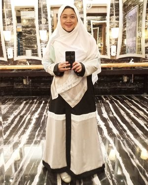 Abaya dan hijab cantik ukuran jumbo by @thehijrahstory Super laaff.. Jazakillah khairan nengkiku sayangku sahabat sesurgaku inshaaAllah. 😍😘..#clozetteid #clozettedaily #starclozetter #thehijrahstory #OOTD #wiwt #hotd #hijabfashion #mirrorselfie #teamoppo #OppoF7
