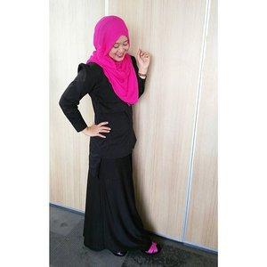For the love of pink and black. Lagi suka pakai hitam, biar keliatan kurus, bahahahaha.. #clozetteid #ootd #hootd #clozettehijab #starclozetter #hijabootdindo #hijabstyleindonesia #hijabfeature_2015 #hijab #hijabfashion #lisnastyle