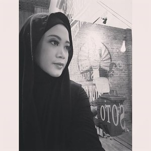 Good night and sleep tight. #clozetteid #clozettehijab #starclozetter #blackandwhite #hijabstyleindonesia #hijabfeature_2015