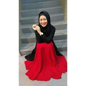 Smile before leaving 2015 and welcoming 2016. #senyumtotalcare #clozetteid #clozettehijab #starclozetter #hijabstyleindonesia #hijabootdindo #hijabfeature_2015