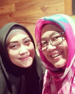 Belakangan sering lupa buat foto kalo lagi ketemu. Entah karena skill selfie berkurang, udah pucet tanpa lipen atau keasikan ngobrol aja, hahaha. Jazakillahu khairan tersister, alhamdulillah my tummy was happy, hohoho. 😘🤗..#clozetteid #clozettehijab #clozettedaily #starclozetter #bloggerhoreey #friendship #love #bestie #girlfriends #qualitytime #teamoppo #selfie #wefie