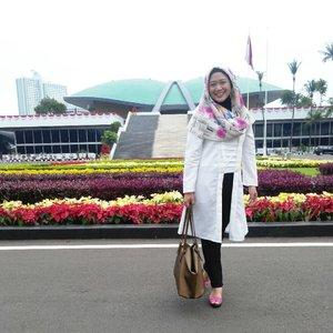 Kutubaru to meet Pak Sekjen. Tap for details. #clozetteid #ootd #clozettehijab #starclozetter #hijabootdindo #hijabstyle #hijablook #hijabfashion #diaryhijaber #kutubaru #kutubarumuslimah #kebaya #inibaruindonesia #bloggerlife #lifestyleblogger