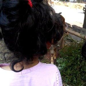 Naya and the goat. 😆😂.#clozetteid #starclozetter #nayandraalishalatief