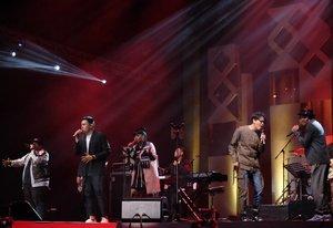 The Yamaha Music Project presented these five vocalists' collaboration at @javajazzfest . It was great performance. #BNI46 #bnijjfphotocontest #BNIJJF2017 @bni46 #clozetteid #javajazz2017 #jjf2017 #clozetteid #jazzfest #jazzfestival #javajazzfestival #music #performance #tulusm #tulus #indonesiansinger #vocalist #onstage #musician #fujifilm_id #fujifilm #fujixt1 #terfujilah #xt1 #fujifeed