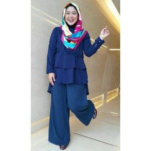 Gaya #ootd tiap Jumat menjelang weekend. 😂😂😂 #clozetteid #clozettehijab #clozettedaily #starclozetter #hijabstyle #hijabstylebyme #diaryhijaber #wiwt #modestfashion #hijablook #hotd #workingmom #socialmediamom #lifestyleblogger #officelook #hijabootdindo