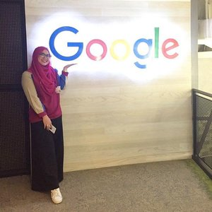 While in Google. #clozetteid #starclozetter #clozettehijab #google #googleindonesia #googleoffice #marketingbrand #onduty #workingmom #socialmediamom #lifestyleblogger #ootd #wiwt #hijabootdindo #diaryhijaber