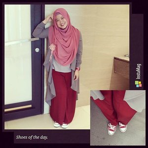 Walk in my sneakers and you know how it feels to be me. It's awesoooome! 😆😆 #shoesoftheday #sneakers #shootingday #onduty #converse #lisnastyle #clozetteid #ootd #hotd #hijab