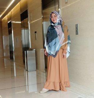 Alhamdulillah yaaa, semua pasti ada jalannya, ada waktunya, ada gilirannya. Asal Allah izinkan, mau bagaimana pun rintangannya pasti terjadi. Keep hamasah! 💙..#Clozetteid #clozettehijab #clozettedaily #ootd #wiwt #hotd #fashion #love #life #hijabootdindo #workingmom #socialmediamom #pastel #teamOPPO #OppoF7 #LisnaSays👍