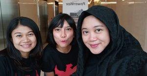 Teamates. 💗 .  #clozetteid #clozettedaily #starclozetter #wefie #selfie #teamoppo #oppoF7 #selfieexpert #officemates #workingmom