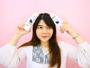 Memutuskan untuk mempunyai rambut panjang itu bukan perkara yg mudah. Kendala utama punya rambut panjang yaitu gampang banget kusut dan rontok apa lagi rambutku adalah tipe yg kalo shamponya ga sreg di rambut, malah jadi bikin rambut susah diatur. Bahkan dalam beberapa bulan ini aku ganti-ganti shampo mulu karena susah banget nemu yg pas. Sampe akhirnya aku tau kalau @dove ngeluarin varian shampo baru yaitu Nourishing Secret Scalp Strength Ritual shampoo dengan Habbatus Sauda dan Olive Oil yg terinspirasi dari perawatan rambut wanita Timur Tengah, berfungsi untuk kulit kepala yg lebih sehat dan dapat mengurangi rambut rontok 👩 #DoveRitualReview _ 🌻Short review : Aku udah semingguan pakai shampo dan conditionernya setiap kali keramas. Dari pertama kali cobain sampe sekarang aku love banget sm produk ini 🥰 Kedua produk ini kalo dirambutku bikin rambut halus banget, jadi nurut dan ga kering, bahkan aku jadi jarang nyisir karena jadi gampang diatur dan tanpa bikin rambut lepek. Otomatis karena ga bikin kusut, rambut rontoknya berkurang ❤ Selain itu wanginya juga enak, wangi bunga gitu, bahkan wanginya kadang bisa tahan sampe dua hari 😁 Kalian liat sendiri kan di foto rambutku jadi jatoh dan ga uwet-uwetan? . @clozetteid x @dove . . . . . . . . . #clozetteid #doveshampoo #DoveNourishingSecrets #dove #clozette #clozetter #clozettedaily #bloggerperempuan #bblogger #beautybloggerindonesia #beautybloggers #haircare #longhair #instabeauty #skincare #hairgoals #haircareroutine #skincarebloggers #lifestyle #lifestylebloggers #pinkmillennial #beautyreview