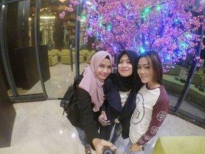 The Powerpuff gilrs nya @pusatstudidesaindonesia 😉😍.#travel #travelblogger #travelling #clozetteid #clozetteambassador #jeep #instalike #blogger #mtma #palembang #sumatraselatan #instatravel #traveller #indonesia #exploreindonesia #bestfriend #hijab #hijabtraveller #enjoyindonesia