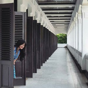 """Hide and seek at Lawang Sewu😁 #pesonaIndonesia #saptanusantara A landmark in #Semarang Central Java, Indonesia, built as the headquarters of the Dutch East Indies Railway Company. The colonial era building is famous as a haunted house, though the Semarang city government has attempted to rebrand it. The name Lawang Sewu is fromJavanese, it means """"Thousand Doors"""".The name comes from its design, with numerous doors and arcs.The building has about 600 large windows. #Indonesia #LawangSewu #doors #window #interiordesign #interior #design #ethnic #traditional #traveling #travel #traveler #tourism #outd #travelinstyle #floraldress #clozetteambassador #clozetteID @ClozetteID #wonderfulIndonesia"""