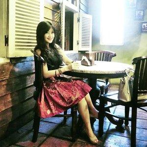 Classically modern 😊😘#ootd #ootdmagazine#ootdindo #classic #modern #cantikIndonesia #blacktop #necklace #kannahskirt #swanstwenty #heels #lipstick #dandansenin #Radiantruby #delicatelipstick #lettaskitchen @ultima_id @lettaskitchen #fashion #fashionista #lifestyle #lookbookindonesia #fashiondiaries #beritafashion #clozetteambassador #clozetteID @clozetteid