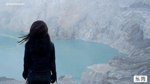 """IJEN TRIP VIDEO part 2. For visitors Ijen Crater is heaven on Earth❤️, for them..it's hell! (& heaven). . Ijen Crater or privately known as Kawah Ijen, is the world's biggest acidic volcanic lake that sparkles in delightful turquoise shading. Indeed, spectacular views from the volcanic crater lake at an elevation of 2883 meters. . Yes, it has shandy trail with treacherous path, here and there. Trek awal bisa sangat curam ke atas. Sebagian trek turun ke kawahnya harus melewati jalan terjal bebatuan yang licin dan curam. Begitu pula trek naik kembali ke atas puncak. Itupun masih bisa dibantu dengan ojek dorong yang cukup..mahal untuk kegiatan mendaki, ratusan ribu rupiau (karena biasanya mendaki ga bawa banyak uang cash, kan?😬). . Namun, capek kita itu tidak seberapa jika dibandingkan dengan perjuangan para penambang belerang yang naik turun gunung memanggung hingga 1 kwintal batu belerang di keranjangnya! Belum lagi menghirup asap sulfur yang berbahaya banget untuk kesehatan. . Yes, you can watch miners descend into the crater. You will likewise meet numerous sulfur authorities on your trek up and be stunned by the state of their work devouring the destructive vapor constantly. They carry up to 100 kilos of ore on bamboo baskets along the treacherous path! Some of them will offer you souvenir. . And you know what, yang mereka dapat hanya sekitar Rp1200,-an per kilo! Dengan naik turun gunung seperti itu. Sementara kalau dijual di luar kota bisa 20ribu lebih per kilo-nya. . Coincidentally, I met Mr. arifin, one of the sulfur authorities (26 years on this job!). Beliau mengatakan bahwa aktivitas naik turun memanggul belerang  ini bisa 3-4 Kali sehari. Pekerjaan yang bahaya banget, mengingat kesehatan dan banyaknya rekan kerja yang meninggal karena kelelahan atau kejatuhan batu 😢 Beliau hanya ingin supaya anak-anaknya bisa kuliah dan nggak kerja seperti dirinya. Anak sulungnya sudah SMA, btw. . """"Kalau mau tahu cerita saya, ada di coconuts tv, mba,"""" tambahnya. Eh, beneran"""