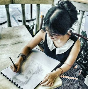 My first talent ever is...sketching! ✏🎨 Since elementary school I think. I sketch my 'Destiny' novel figure 'Bintang'😊 Me, as Aubrey who's sketching someone in her dream, if you already read the novel, you know which part 😉 #sketching #sketch #doodling #talent #passion #Destiny #novel #figure #destinythenovel #painting #ootd #batik #batikskirt #batikgarutan #cafeshop #kafe #collartop #clozetteambassador #clozetteID @clozetteid