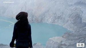 """IJEN TRIP VIDEO part 2. For visitors Ijen Crater is heaven on Earth, for them it's hell! . Ijen Crater or privately known as Kawah Ijen, is the world's biggest acidic volcanic lake that sparkles in delightful turquoise shading. . Yes, it has shandy trail with treacherous path, here and there. Trek awal bisa sangat curam ke atas. Sebagian trek turun ke kawahnya harus melewati jalan terjal bebatuan yang licin dan curam. Begitu pula trek naik kembali ke atas puncak (2883 meters). Itupun masih bisa dibantu dengan ojek dorong (cuman biasanya mendaki ga bawa banyak uang cash, kan?😬). . Namun, capek kita itu tidak seberapa jika dibandingkan dengan perjuangan para penambang belerang yang naik turun gunung memanggul hingga 1 kwintal batu belerang di keranjangnya! Belum lagi menghirup asap sulfur yang berbahaya banget untuk kesehatan. . Yes, you can watch miners descend into the crater. You will likewise meet numerous sulfur authorities on your trek up and be stunned by the state of their work devouring the destructive vapor constantly. They carry up to 100 kilos of ore on bamboo baskets along the treacherous path! Some of them will offer you souvenir. . And you know what, yang mereka dapat hanya sekitar Rp1200,-an per kilo! Dengan naik turun gunung seperti itu. Sementara kalau dijual di luar kota bisa 20ribu lebih per kilo-nya. . Coincidentally, I met Mr. arifin, one of the sulfur authorities (26 years on this job!). Beliau mengatakan, aktivitas naik turun memanggul belerang  ini bisa 3-4 Kali sehari. Pekerjaan yang bahaya banget, mengingat kesehatan dan banyaknya rekan kerja yang meninggal karena kelelahan atau kejatuhan batu 😢 Beliau hanya ingin anak-anaknya bisa kuliah dan nggak kerja seperti dirinya. Anak sulungnya sudah SMA, btw. . """"Kalau mau tahu cerita saya, ada di coconuts tv, mba,"""" tambahnya. Eh, beneran. Ternyata kisah pak Arifin sudah pernah diliput coconuts tv 😁 so, I took some of his scenes with coconuts tv. Thank you @coconutstv 🙏 . Inti dari postingan kali ini"""