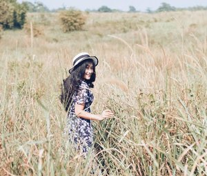 When I stopped annoying you, it means you lost me :) . 📸 by @jerdoet  Edit by me #ilalang #grass #clozetteid #photography #girl #photooftheday