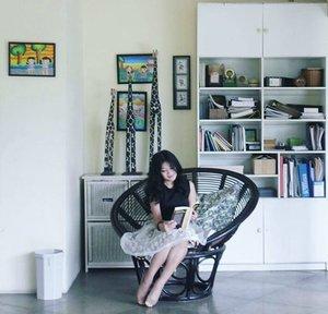 Iqra'! Read read read! Perbanyak membaca knowledge.😉 Jangan mudah dibodohi, dibegoin, dipengaruhi, + biar lebih open minded.  #baca #read #reading #reader #girl #bogor #rakbuku #book #decoration #instagood #inspiration #interiordesign #designinterior #lifestyle #fashion #batik #batikskirt #heels #ootd #sotd #clozetteambassador #clozetteid