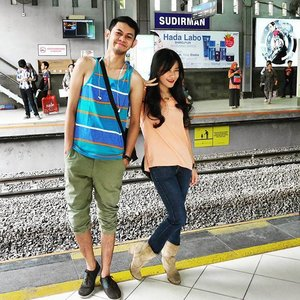 Ow ow ti di @ train station 🙌 #ootd #ootdindo #ootdmagazine #boots #jeans #pastel #trainstation #bestfriend #commuterline #doors #fashion #lifestyle #station #fashiondaily #lookbookindonesia #clozetteambassador #clozetteID @clozetteid