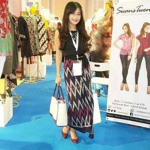 """Sarong is the denim"" Yea I wear sarong :) I am Indonesia :) @ Indonesia Fashion Week day 3 #IFW2015 #fashiondesigner #fashionweek #IndonesiaFashionWeek #fashion #fashionista #fashionid #fashiondiaries #ootd #ootdmagazine #ootdindo #sarong #sarung #kain #Indonesia #lifestyle #beritafashion #aboutalook #lookbookindonesia #clozetteambassador #clozetteid @clozetteid"