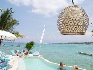 Turquoise💙 Warna yang bikin semangat kerja 27 jam 💪 (biar banyak duit, biar bisa sering traveling😄😄) I need this colour..like forever!😍 #turquoise #colour #Bali #NusaCeningan #pool #swimmingpool #sea #beach #wonderfulIndonesia #PesonaIndonesia #lifestyle #couple #boat #travel #traveling #traveler #vacation #holiday #clozetteid