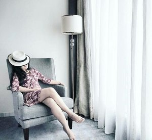 So damn tired. Need a deep sleep. Nomaden euy. Still not home yet from traveling job, but trying to have a good rest here. 😴 #tired #sleep #sheraton #sheratonhotel #fivestar #hotel #lifestyle #luxurylife #luxury #sofa #rest #girl #woman #lady #hat #floraldress #ootd #sotd #fashion #pictureoftheday #photooftheday #curtain #lamp #travel #traveling #traveler #clozetteid #clozetteambassador