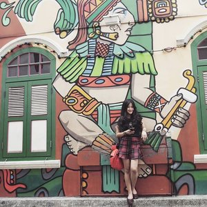Kewl graffiti, isn't it? 😍  Mainstream place to take a pic, but still you did it over and over again, anyway 😂😂 #ootd #ootdindo #ootdmagazine #Singapore #Graffiti #hajilane #Street #road #photooftheday #tartanskirt #skirt #tshirt #window #cotw #travelinstyle #travelling #traveling #travel #traveler #look #style #travelstyle #travellook #travellookbook #fashion #lifestyle #clozetteambassador #clozetteID @clozetteid
