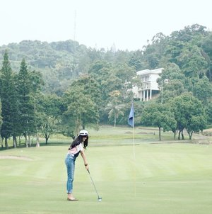 Cool evenings with fresh mountain air, the right climate for good golf and great holiday. ⛳🏌 This @royaltulipgg 5 star resort has an impressive interior with sweeping mountain view ideal for leisure and business set on two international golf courses with 18 holes. 📷by @gallanandhika or @zamuhammad_ (?)😅👍👍 #RoyalTulipGunungGeulis #RoyalTulipGG #bogor #fivestar #Resort #hotel #golf #golfcourse #lux #luxurylife #lifestyle #fashion #woman #girl #lady #green #trees #hairaproduction #ootd #sotd #jumpsuit #hat #clozetteambassador #clozetteID #photooftheday #pictureoftheday