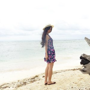 Keep calm and go to the beach~ Silent here 😊 #holiday #gilitrawangan #beach #lombok #Indonesia #lombokituindah #wonderfulIndonesia #lookbookIndonesia #beritafashion #floraldress #hat #flatshoes #whitesand #sand #vacation #sea #fashion #fashionista #fashiondiaries #dandansenin #lifeisbeautiful #lifestyle #clozetteambassador #clozetteid @clozetteid