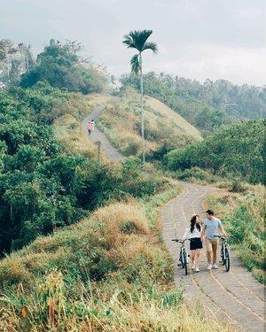 Aku ingin dirimu, yang menjadi milikku~ Setengah jalanmu denganku~ Bersama kumulai hari baru, hilang ruang untuk cinta yang lain~♥� - Adu Rayu, by Yovie, Glenn, Tulus . #bali #ubud #tjampuhanridgewalk #campuhanridgewalk #love #relationship #clozetteid #trip #travel #traveler #traveling #photography #wonderfulIndonesia #pesonaIndonesia #couple #happy #happiness #fujifilm #fuji