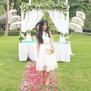 Wearing white gown on Mad's wedding. Top gown from @swanstwenty @sophie_tobelly  Thank you~ Love it 😍😍😍😘 #beautiful #becomingalkatiri #wedding #white #gown #whiteattire #belt #gardenparty #senggigi #beach #Lombok #Indonesia #lombokituindah #swanstwenty #lookbookIndonesia #beritafashion #formaldaily #clozetteambassador #clozetteid @clozetteid