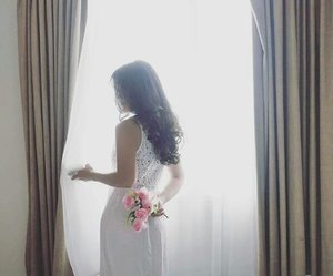 I'm just a girl who fell in love with a boy, and asking him to love her 🙂 But..he's just a boy~ 🙃 #love #girl #fallinlove #felinlove #her #him #life #flower #whitedress #hairoftheday #woman #room #lifestyle #clozetteambassador #clozetteid