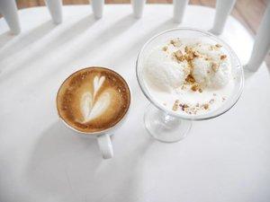 Which one is you choice? #Coffee or #icecream ?😋😋 #food #drink #choice #kuliner #culinary #love #coffeelover #coffeeaddict #gastromaquia #icecreamlovers #white #vanilla #lifestyle #clozetteid #clozetteambassador