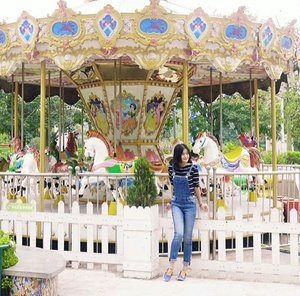There is a child inside each one of us, who comes out in front of someone we are most comfortable with. 👯 I'm proud I have it still, cause this character's the biggest inspiration of my creativities 😊 #quote #child #character #creativity #creative #carousel #happyplace #play #playground #inspiration #ootd #sotd #denim #stripedshirt #fashion #jeans #dungarees #overalls #outfit #jumpsuit #streetstyle #style #clozetteid #clozetteambassador