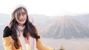 Mountain & beach r best places to wear your messy hair~💁 #bromo #mountain #eastjava #Indonesia #pesonaIndonesia #wonderfulIndonesia #travel #traveler #traveling #clozetteid