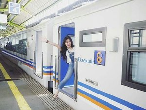 When you're too exited to travel with train 😉🚈🚈 #Purwokerto #Gambir #train #trainstation #center #transportation  #BUMNmengajar #Purbalingga #Indonesia #lifestyle #travel #travelling #traveling #traveler #traveller #pesonaIndonesia #kai #kereta #keretaapi #ptkai #art #pictureoftheday #photooftheday #clozetteid #clozetteambassador
